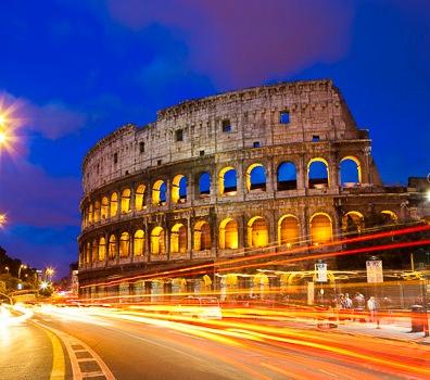 Colosseum & traffic on Via del Fori Imperiali.
